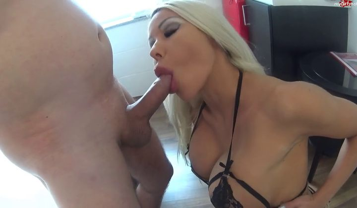 Blonde - Daniela Blowjob Queen Knows Whats Up