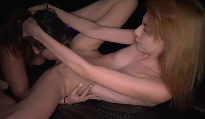 Brunette Makes Skinny Blonde Orgasm From Extreme Oral